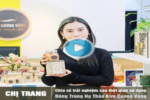 Chị Trang trải nghiệm mua hàng tại Quà Tặng sức khỏe
